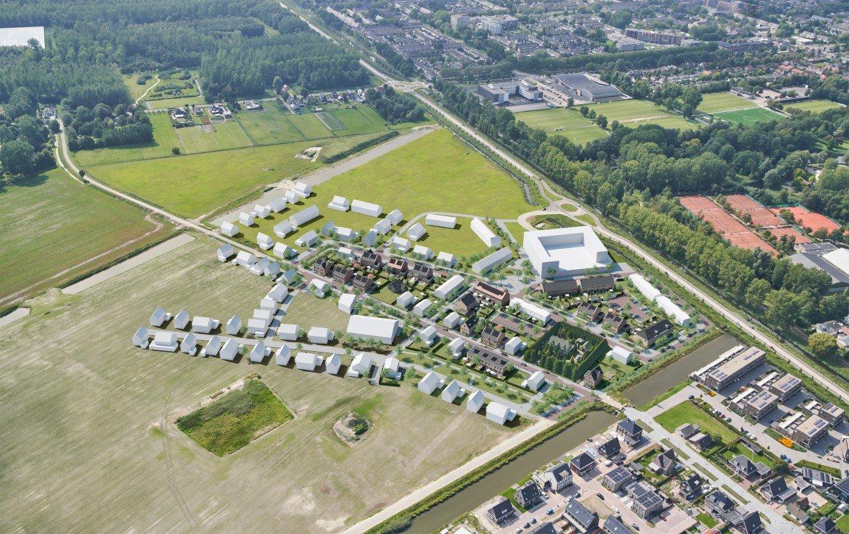 DE GROENLING 45 EENGEZINSWONINGEN | 42 KOOPWONINGEN VERKOOP GESTART, ER ZIJN NOG ENKELE WONINGEN BESCHIKBAAR. INFORMEER NU. De ontwikkeling van de nieuwbouwlocatie De Draai in Heerhugowaard gaat verder! Er komt een nieuwe woonwijk De Groenling. Deze nieuwe woonwijk ligt ten zuiden van de Van Veenweg en het gebied Nachtegaalstraat. De Groenling telt 45 woningen, waarvan 42 koopwoningen, in een stijlvolle Noord-Hollandse architectuurstijl. Er komt een gevarieerd woningaanbod: van starters- en eengezinswoningen tot luxe 2 kappers en een riante vrijstaande villa. Het ontwerp van de woningen is geïnspireerd op dorps wonen en sluit goed aan bij het grotere geheel van nieuwbouwlocatie De Draai en het karakter van de polder. Door de variantie in woningen, beukmaat en uitstraling ontstaat er een gevarieerd en sfeervol beeld. Vanuit De Groenling kunt u genieten van de weidse uitzichten over de Noord-Hollandse polder. U wandelt vanuit huis of fietst zo het polderlandschap in. Rust en ruimte […]